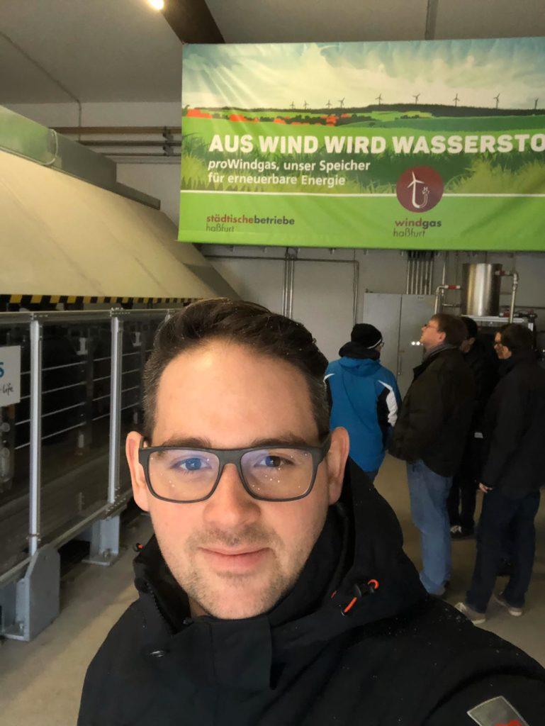 Marcel Hannweber an der Power-to Gas-Station Haßfurt